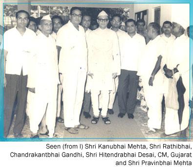 Standing From Left Shri Kanubhai Jhavari Shri Ratibhai , Shri Chandrakantbhai Gandhi Shri Hitendrabhai Desai (C. M .Gujarat) Shri Pravinbhai Mehta
