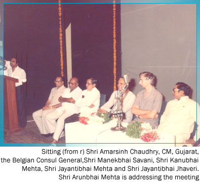 Sitting from right Gujarat C. M. Amarsinh Chaudhry Belgain Consulate – Shri Manekbhai Savani - Shri Kanubhai Mehta, Shri Jayantibhai Mehta – Shri Jayantibhai Jhaveri Shri Arunbhai Mehta addressing the crowd.