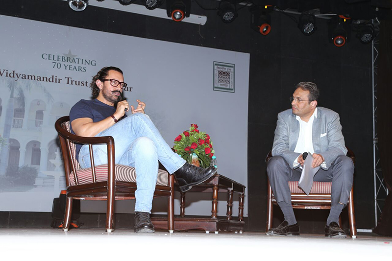 Chief Guest Aamir Khan and VMT Chairman Russell Mehta in discussion